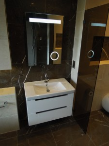 Minimal contemporary bathroom by MiD
