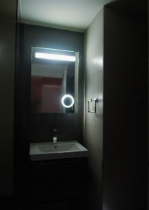 MiD: Contemporary, ambient bathroom