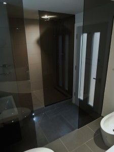 MiD: Contemporary, ambient bathroom