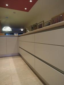 MiD: Contemporary modern kitchen