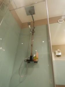 MiD: contemporary Bathroom