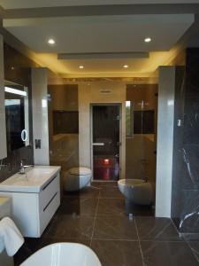 Minimal contemporary bathroom by MiD